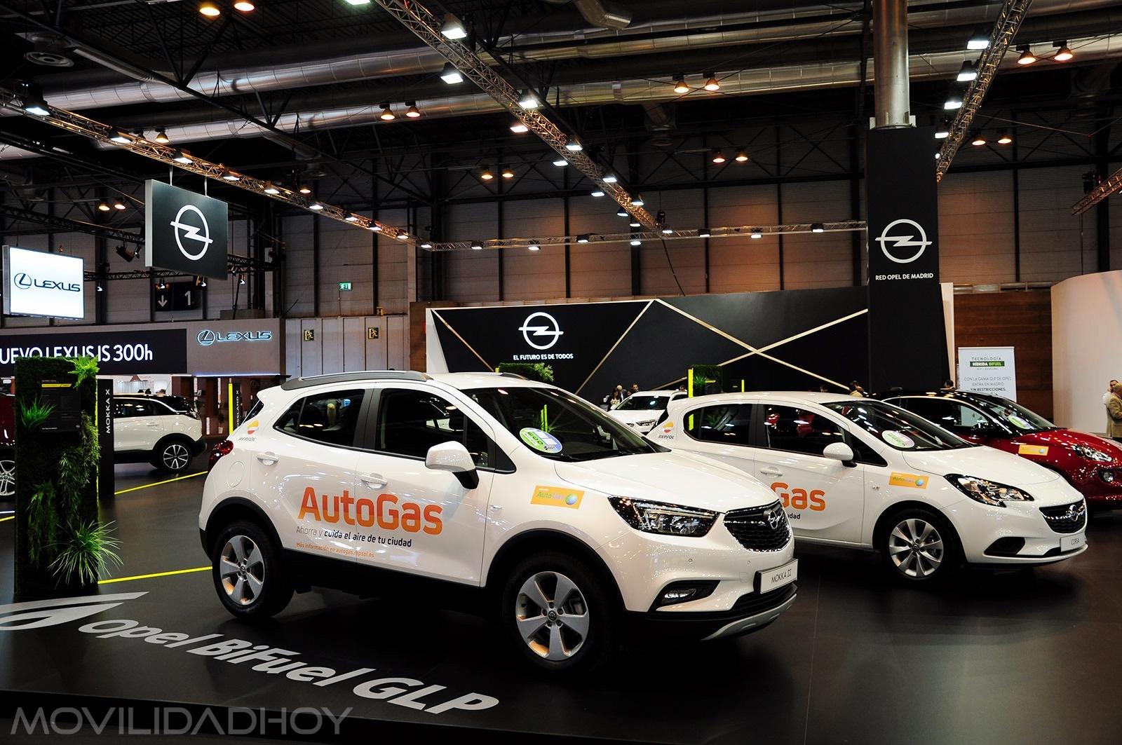 Stand de Opel con sus modelos GLP