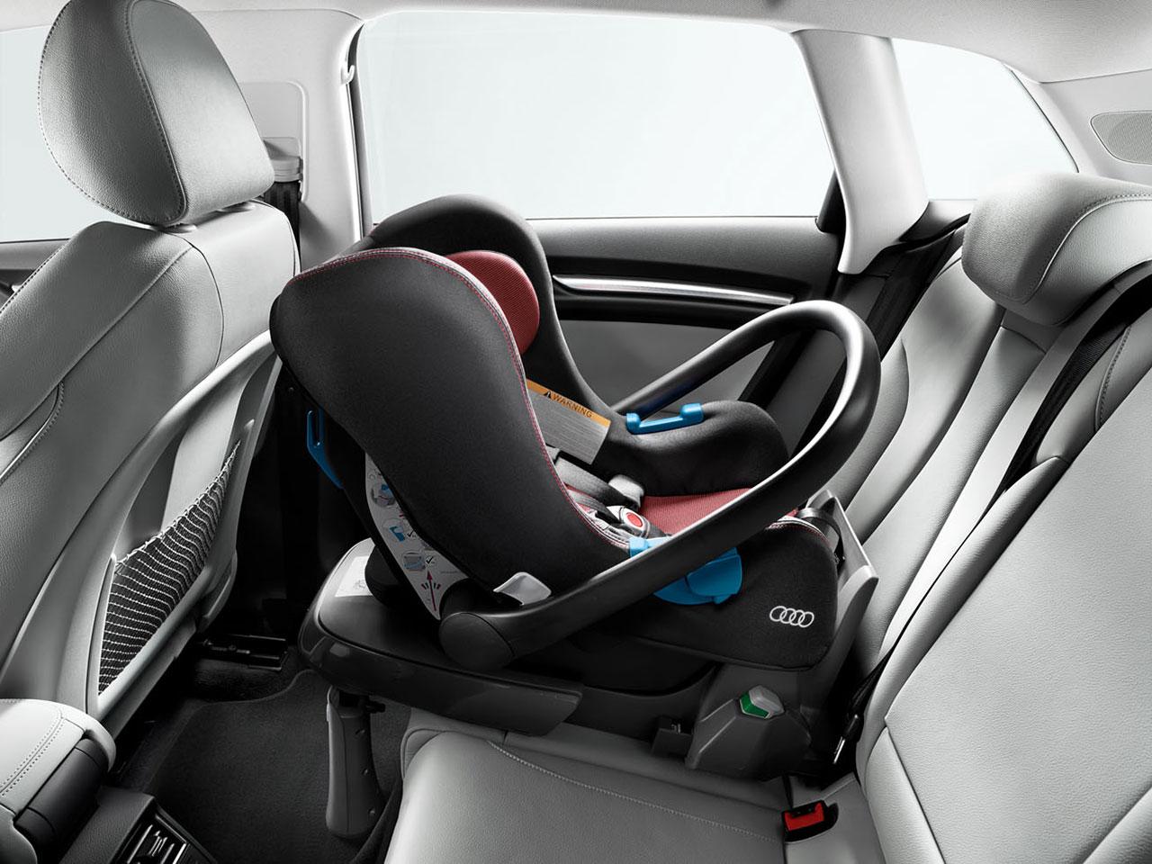 Niños en coche. Seguridad vial infantil