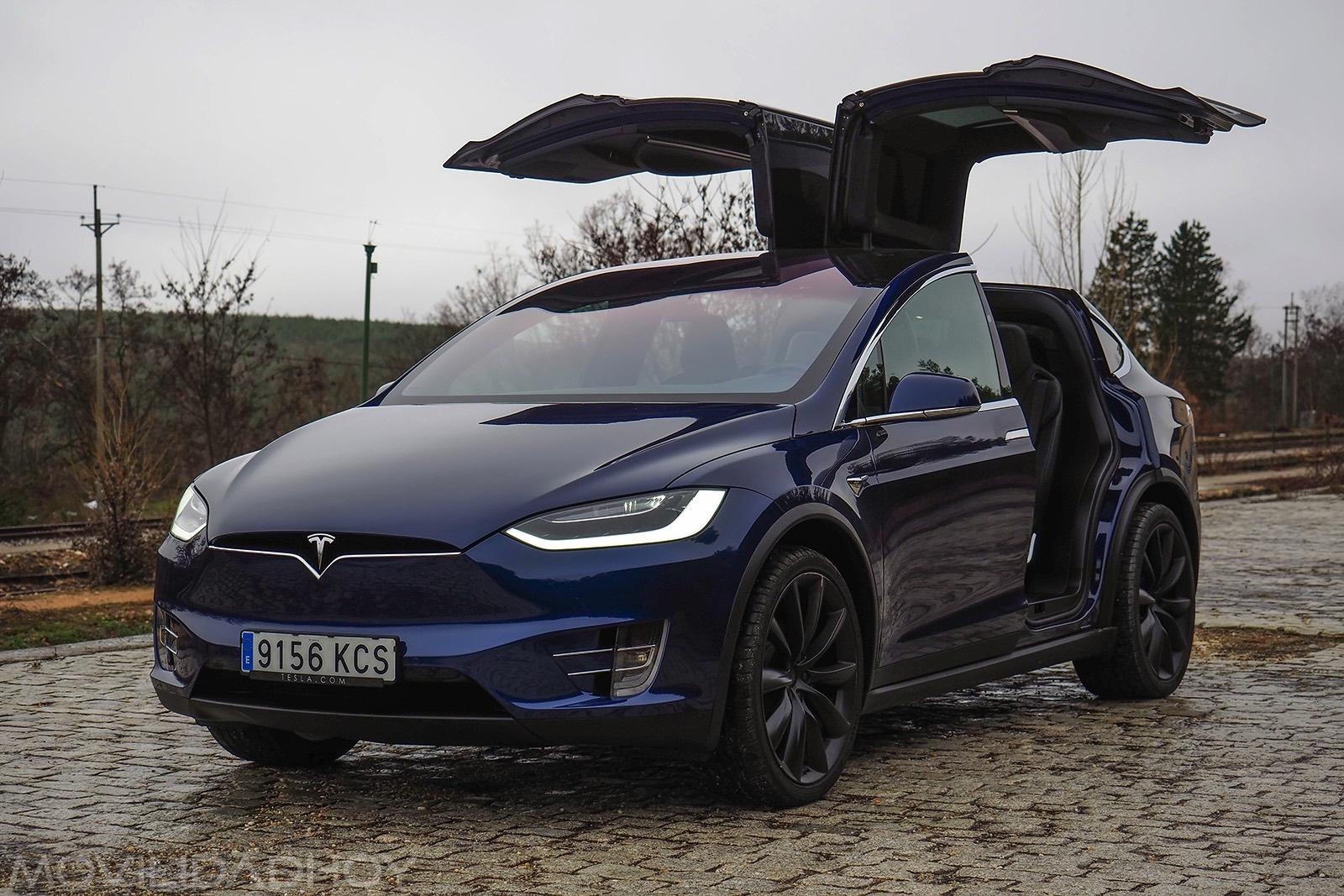 Probamos el Tesla Model X, ¿es posible viajar en un coche ...